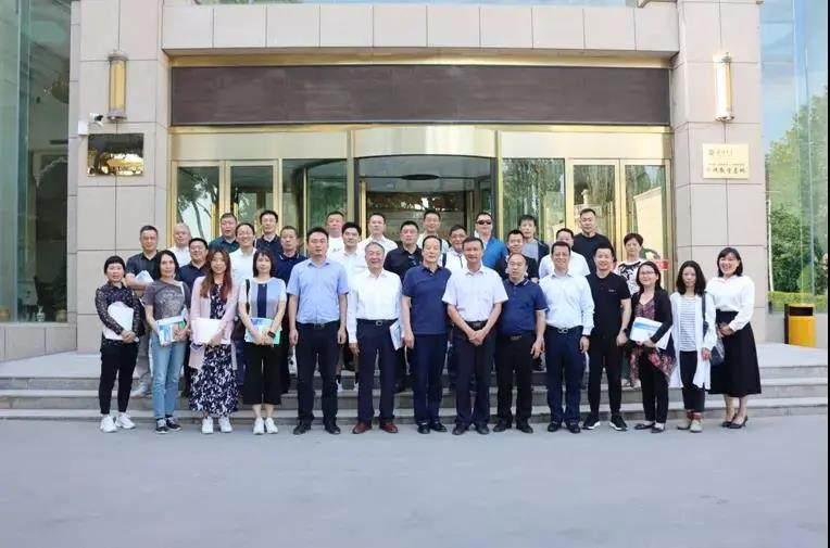 52衣柜橱柜网报道:中国建筑装饰装修材料协会赴喀什考察
