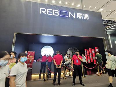 """2021广州建博会""""丽博橱柜""""吸引了众多经销商加入到丽博"""