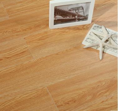 多层实木地板厂家直销 耐磨防滑18mm